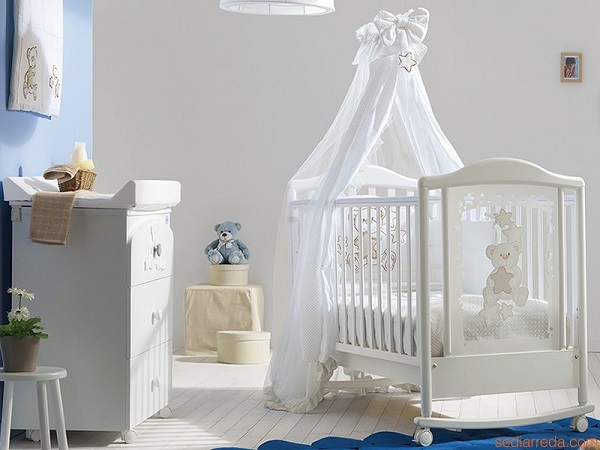 lit bébé pas cher avec moustiquaire et table