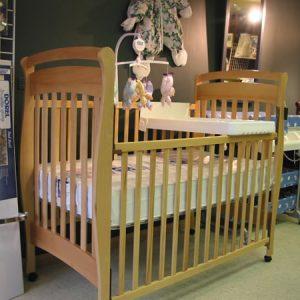lit pour b b en bois mon lit b b. Black Bedroom Furniture Sets. Home Design Ideas