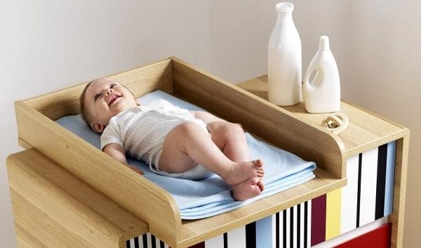 un bon lit bébé pas cher avec table à langer